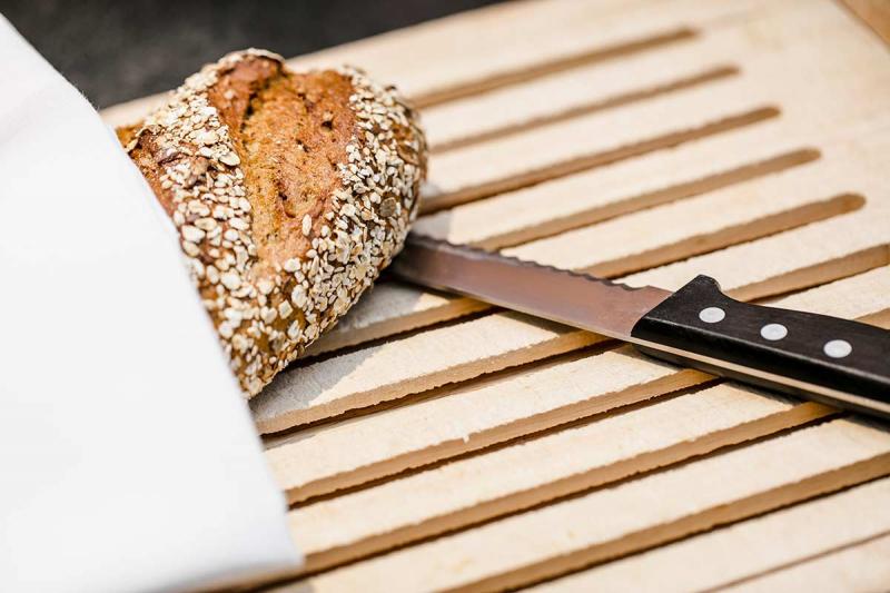 Brot auf Schneidebrett